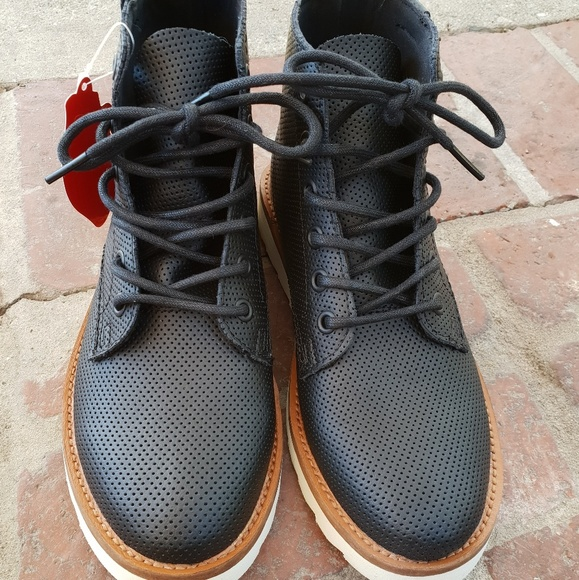c737c5561ab 💖Price Drop!! Vans Sahara boot NWT